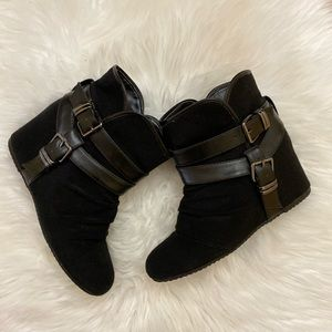 Aldo black wedge ankle boots size 7.5/8